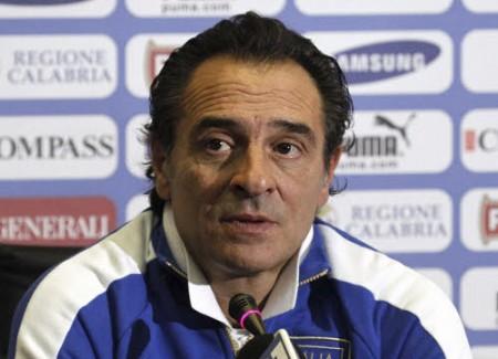 Sono trentadue i calciatori convocati da Cesare Prandelli che prenderanno parte al periodo di preparazione dei Campionati Europei 2012