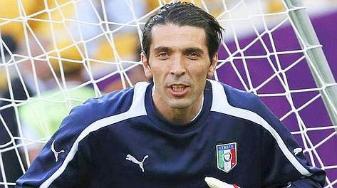 Gigi Buffon sembra un uomo in missione.Sincero sino alla brutalità, patriota, polemico spesso e volentieri, fiducioso senza per questo non essere realista