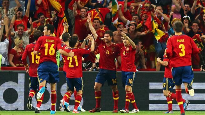 La Spagna vince 2-0 con la Francia ed accede alle semifinali di Euro 2012. Il match winner è stato Xabi Alonso, autore di una doppietta