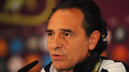 Cesare Prandelli non scioglie i dubbi (benché assicuri di non averne nessuno) in vista del quarto di finale di UEFA EURO 2012 contro l'Inghilterra