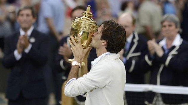 Roger Federer si conferma padrone assoluto di Wimbledon, centrando la settima vittoria in carriera su otto finali disputate sul Centre Court