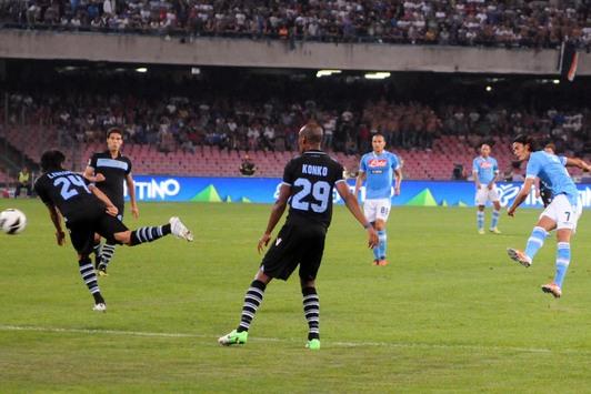 Questo Napoli è l'anti Juve. E il suo condottiero è Edinson Cavani, che con una tripletta stende la Lazio