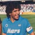 La storia di Diego Armando Maradona: le magie in campo, la vita sregolata e la cocaina. L'uomo che ha portato in alto il nome di Napoli in sette anni indimenticabili