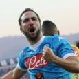 Il Napoli batte due a uno l'Atalanta. Gonzalo Higuain segna una doppietta e si porta a meno tre dal record di Nordhal. Domenica prossima gli azzurri giocheranno a Torino contro i granata.